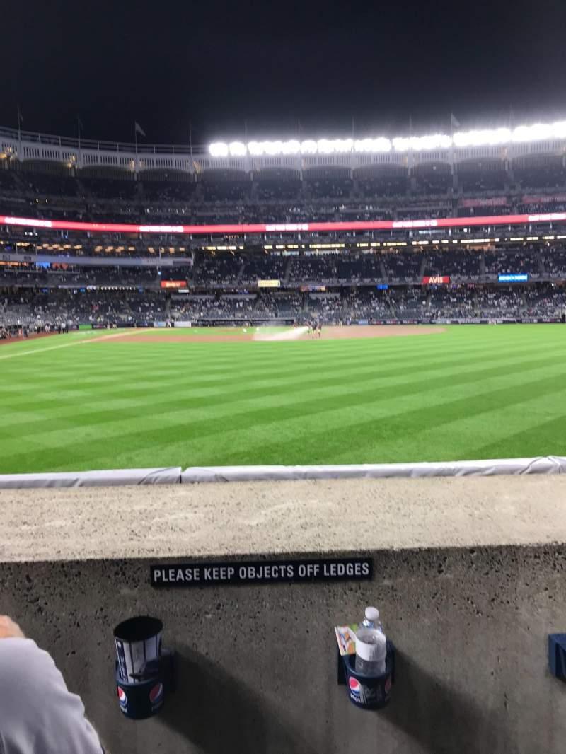 Uitzicht voor Yankee Stadium Vak 105 Rij 2 Stoel 17 - 18
