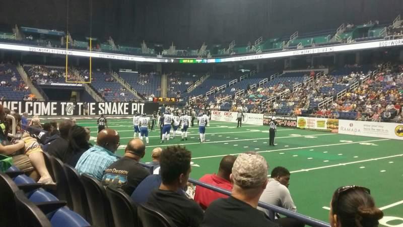 Greensboro Coliseum, vak: 111, rij: CC, stoel: 13