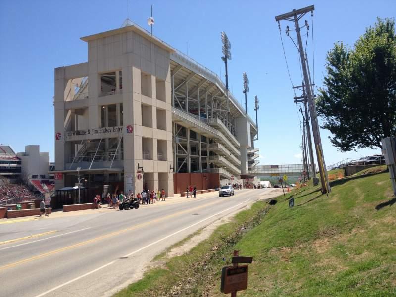 Razorback Stadium, vak: West Side