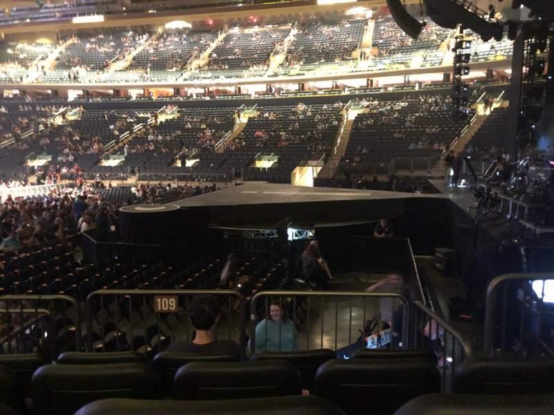 Madison Square Garden, vak: 109, rij: 6, stoel: 8