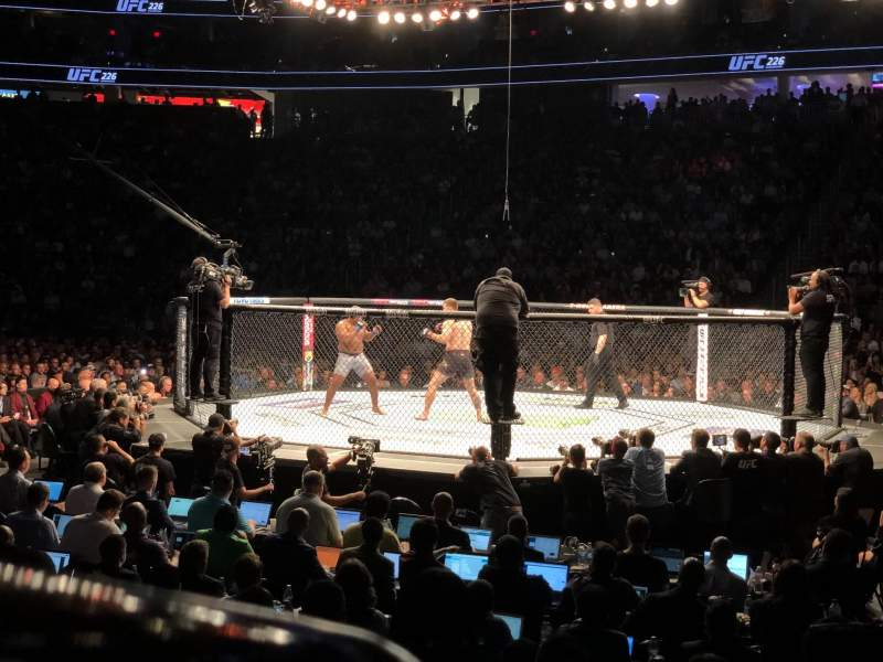 T-Mobile Arena, vak: 16, rij: C, stoel: 14