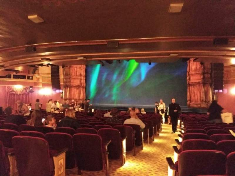 St. James Theatre, vak: Orchestra, rij: S, stoel: 2