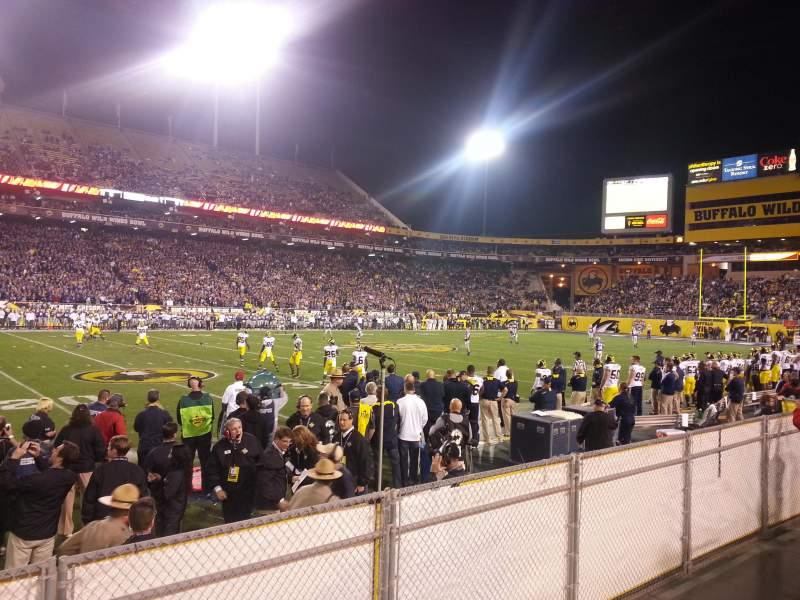 Sun Devil Stadium, vak: 9, rij: 4, stoel: 23