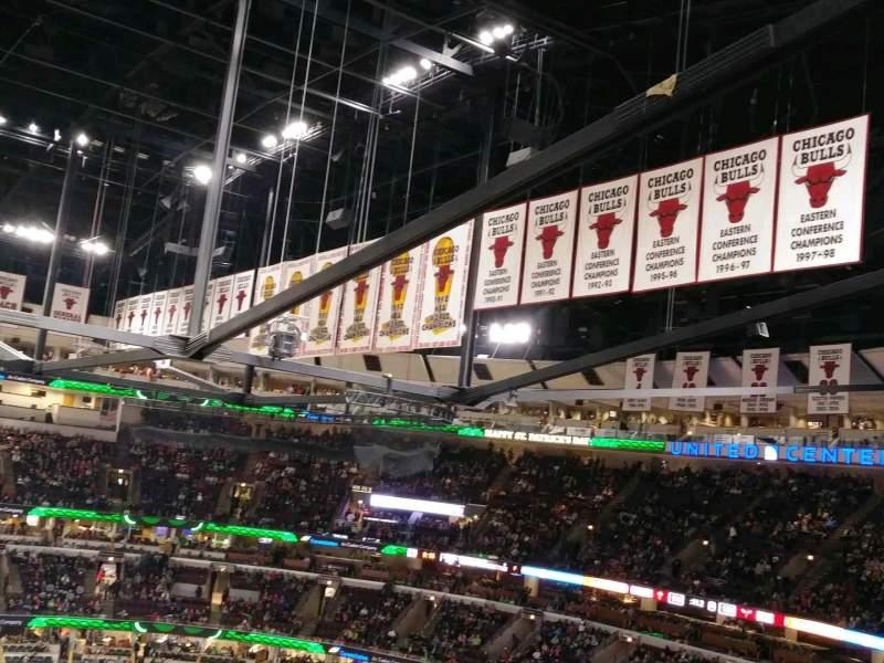 United Center, vak: 334, rij: 9, stoel: 15