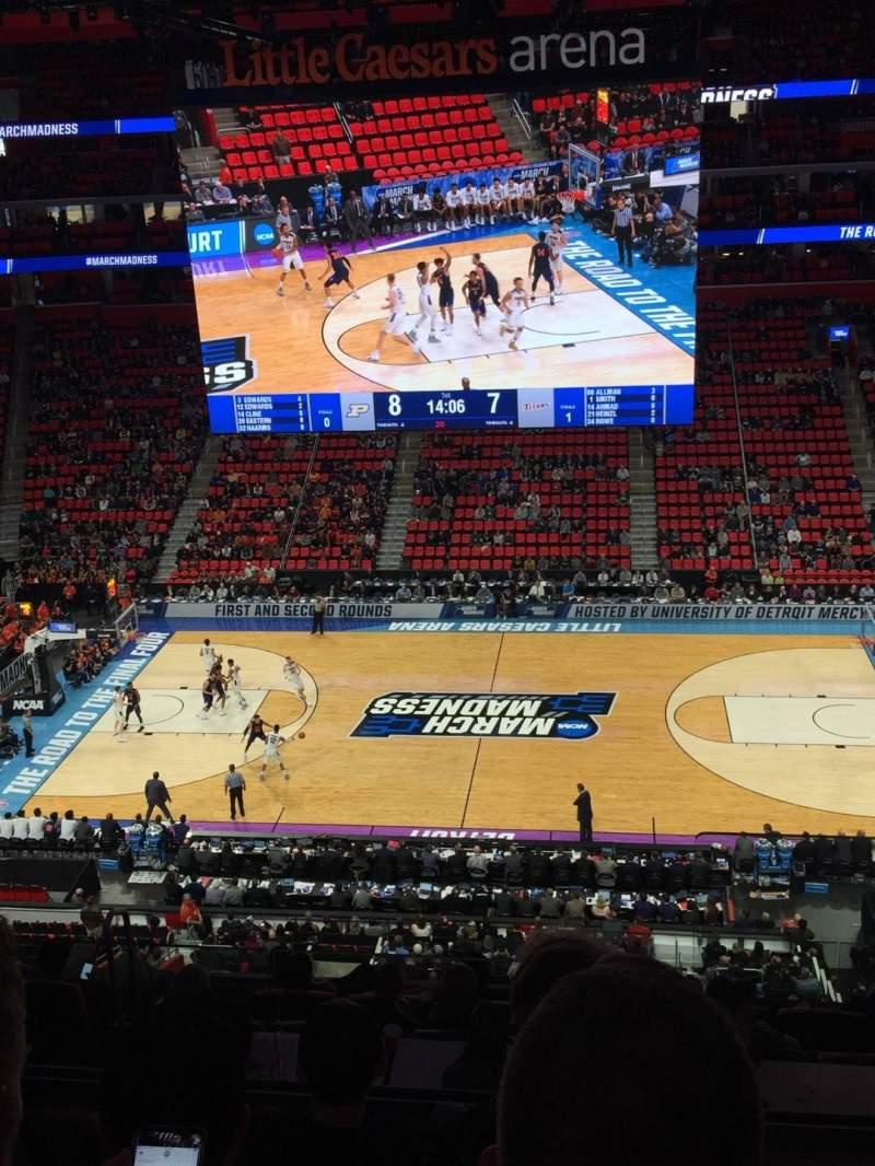 Little Caesars Arena, vak: M28, rij: 4, stoel: 1