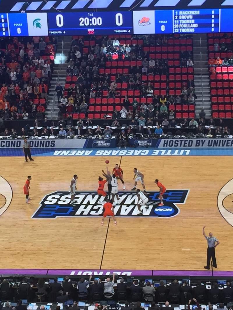 Little Caesars Arena, vak: M28, rij: 4, stoel: 2