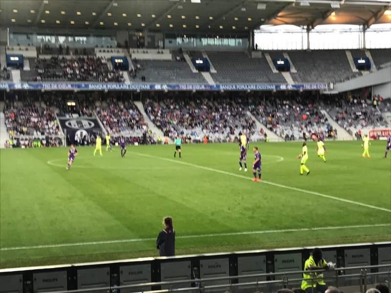 Uitzicht voor Le Stadium de Toulouse Vak Sud Rij F Stoel 123